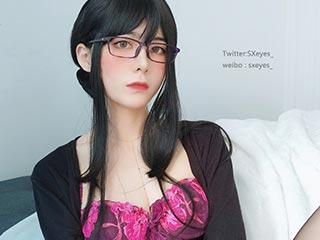 高质量coser@眼酱大魔王w - 开档人妻[31P/245MB]